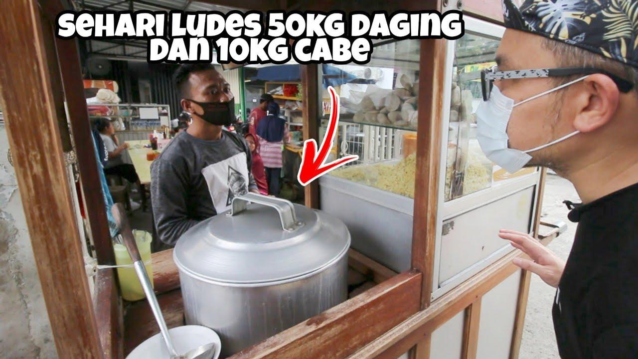BAKSO GEPENG TERKENAL DI RAWAMANGUN JUALANNYA DI DEPAN APOTEK - INDONESIAN STREET FOOD