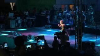 İrem Derici - Tektaş (Akşehir Açık Hava Tiyatrosu 09.07.2017)