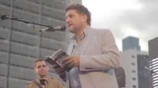 Poesía por la inundación: Lectura de Luis Arias