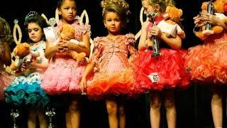 Нужно ли отдавать ребенка на детские конкурсы красоты? ПравДиво шоу(Красивые девушки в купальниках плавно дефилирующие по подиуму с улыбкой во все лицо, громкая музыка, свет..., 2016-01-15T11:49:53.000Z)