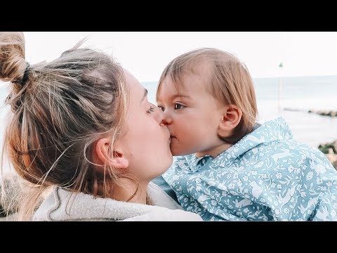 CUTEST MOTHER DAUGHTER MOMENT!!! thumbnail
