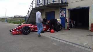 Démarrage F1 à moteur V12 Ferrari - Circuit de Lurcy-Lévis - 22-03-2013
