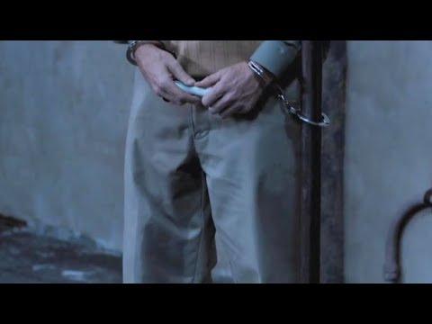 一群男女被关密室中,才过了10分钟,就有小伙被吓到尿裤子!
