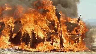 Ils explosent une voiture avec une flèche imbibée d'essences - Mythbusters -  Discovery Science
