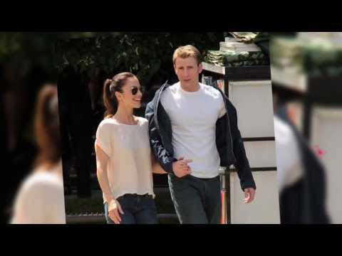 Minka Kelly and Chris Evans Split | Splash News TV | Splash News TV