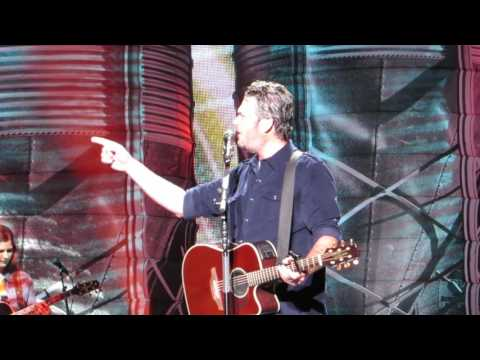 "blake-shelton-""sure-be-cool-if-you-did""-live-@-madison-square-garden"