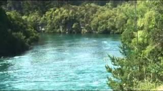 22.フカ滝 ・フカ滝はトンガリロ国立公園の中にあります。碧い水の美...