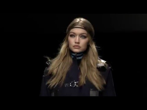 Versace Women's Fall/Winter 2016 | Fashion Show