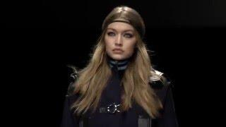 Download Video Versace Women's FW16 Show MP3 3GP MP4