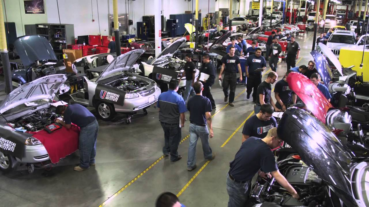 Uti grad and mercedes benz technician sven nelson youtube for Mercedes benz college graduate program