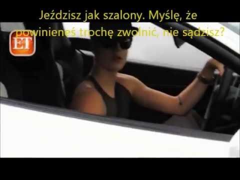 Justin Bieber gada z paparazzi na ulicy PL