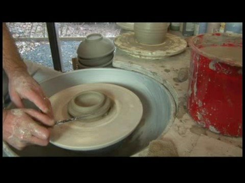 making-a-ceramic-covered-jar-:-ceramic-covered-jar-lid-dismount