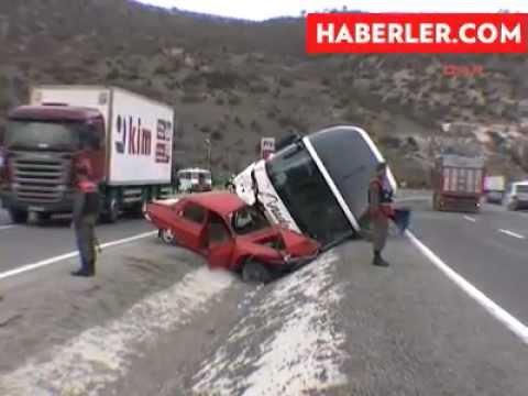 Otomobile Çarpan Yolcu Otobüsü Yan Yattı, 2 Kişi Yaralandı.