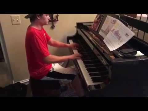 Pizza delivery guy plays piano - Moonlight Sonata
