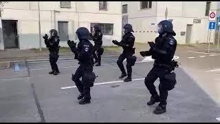 Jerusalema Dance Challenge by Swiss police. #Policia #Police