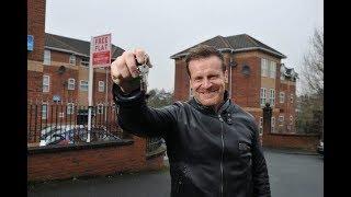 Щедрый миллионер подарит квартиру тому, кто попросит о жилье. Однако есть и важное условие!