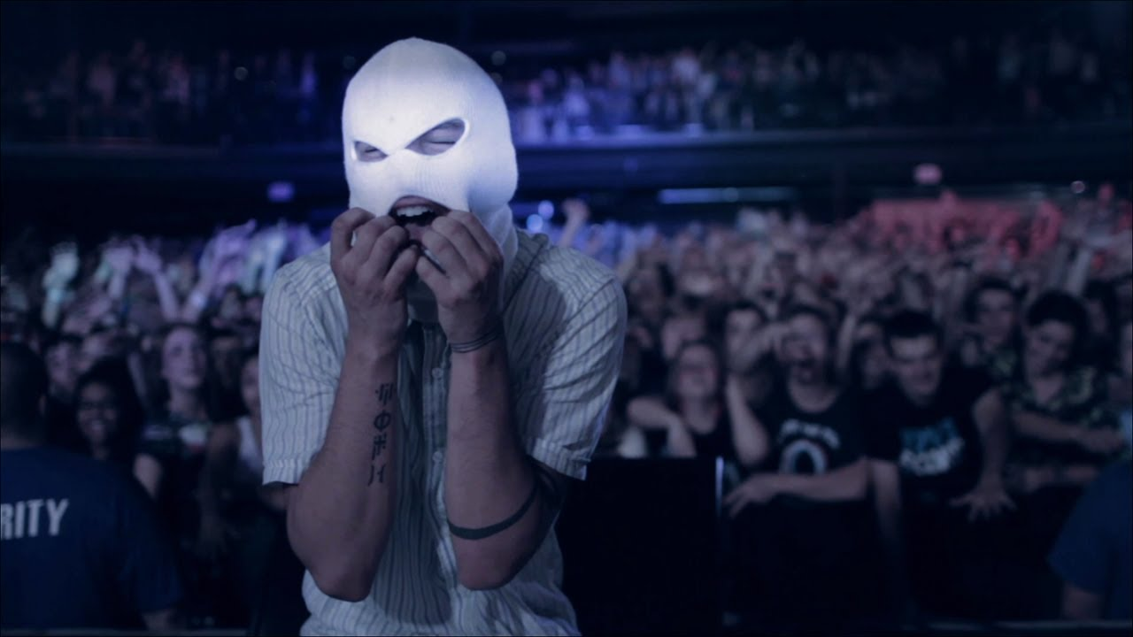 twenty-one-pilots-car-radio-official-video-fueledbyramen