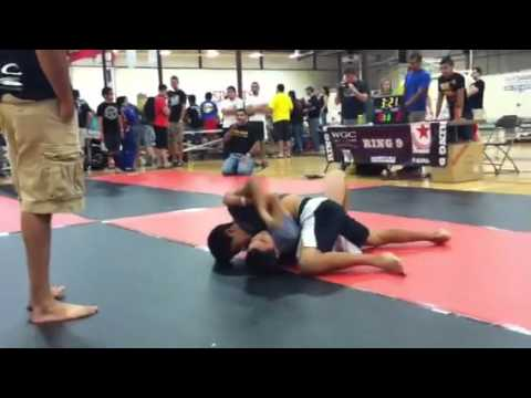 Download Brandon Hoang, Paul Thomas' student, BJJ no gi fight for 1st place on 6/16/2012 at the Woodlands.