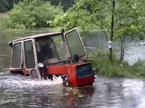 Заводим трактор МТЗ 82 месим снег - YouTube