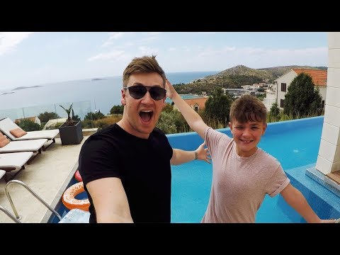 TAKING MY FAMILY ON HOLIDAY (Epic House Tour)