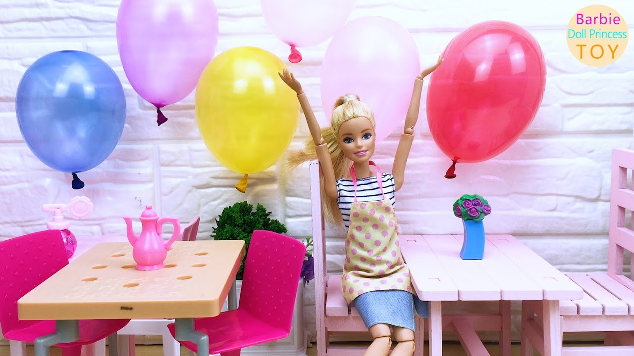 Barbie decorates the dessert shop! Place tables, chairs and colorful balloons!