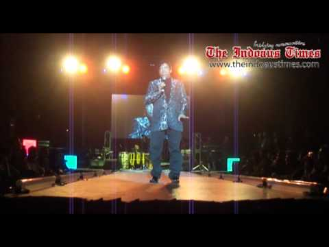 Umer Sharif live performance in Sydney Hillarious part-1