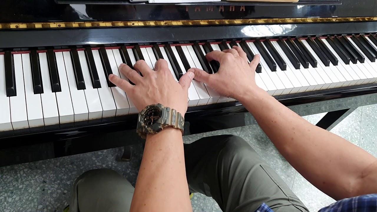 先壓和弦自彈自唱 享受彈琴的樂趣 以後技巧方面會愈來愈好 - YouTube