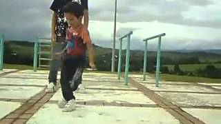 хаах) круто танцуют)
