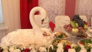 украшение свадебного стола молодожёнов тканью цветами декор павлодар