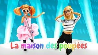 Garde-robe de Barbie en français. Vidéo pour enfants. Visite de poupée Stacie