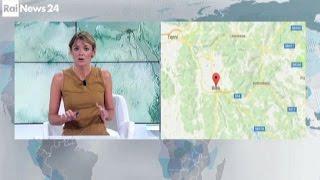 La violenta scossa di terremoto in diretta dagli studi di Rainews