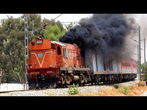HEAVILY SMOKING ALCo  :  INDORE EXPRESS (19301) KTE WDM-3A