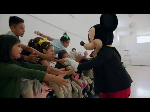 #HappyBirthdayMickey - Mickey surprend ses fans à travers le monde