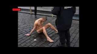 Clavó sus testículos en Acto de Protesta contra Putin (Piotr Pavlensky)