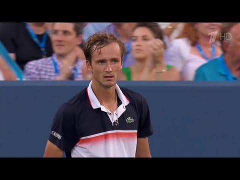 Д.Медведев нанес поражение первой ракетке мира - Н.Джоковичу - и вышел в финал турнира в Цинциннати.