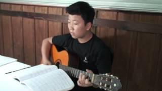 """Bé Tiến Lộc chơi guitar bài """"Cao cung lên - Hoài Đức và Nguyễn Khắc Xuyên"""""""