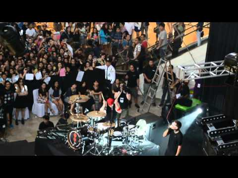 Tear In My Heart Live In Manila -Twenty One Pilots