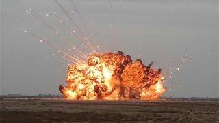 Сравнение Русской и Американской вакуумной бомбы(Подробно о новой Российской авиационной вакуумной бомбе повышенной мощности и её американском аналоге...., 2014-01-18T17:52:16.000Z)