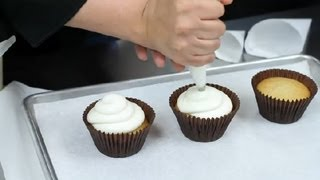 How To Make A Homemade Frosting Piping Bag : Desserts & Baking Tips