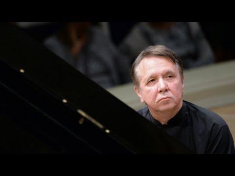Mikhail Pletnev Plays Saint-Saëns - Piano Concerto No. 2 (Montreux, 2017)