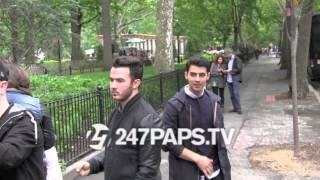 (New) Joe And Kevin Jonas do a Contest / Scavenger hunt around the City For tickets in NYC
