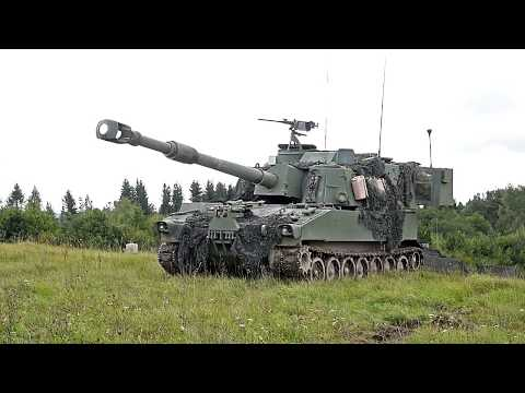 US Army's Deadly New Gun • M109A6 Paladin howitzers • Inside & Outside View