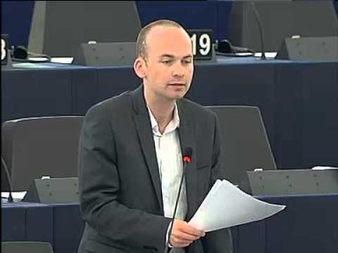 """Paul Murphy MEP rips up his """"bailout tax"""" form"""