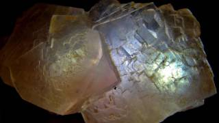 Кристаллы сахара в банке с вареньем