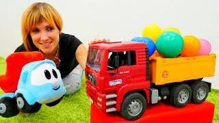 Грузовичок ЛЕВА и машинки на детской площадке. Видео для детей