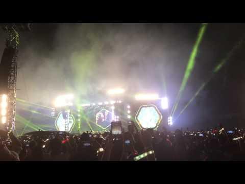 Coldplay AHFOD Bangkok 2017 - Yellow