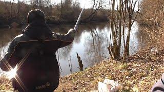 Рыбалка на поплавок в мутных водах реки Свислочь Рыбалка в Беларуси
