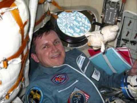 Charles Simonyi üzenete az űrállomásról - 2007. Civil rádió 98 Mhz Másfél hold.