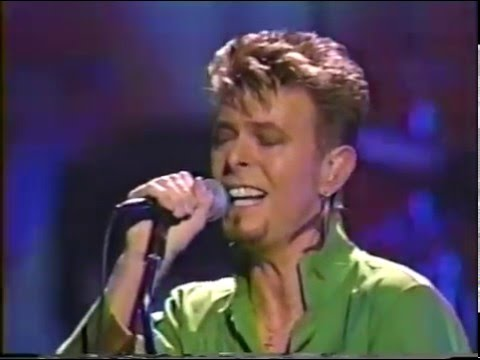 David Bowie – Looking For Satellites (Live GQ Awards 1997)