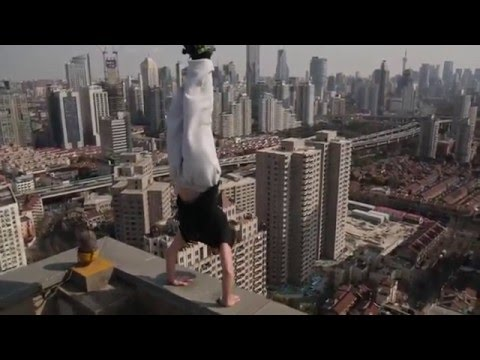 Viral Video UK: Handstand on a Shanghai 40 story building!